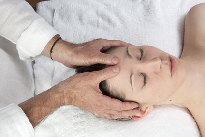 Cranio-Sacralen-System, Therapie, Liquor,Gehirnfluessigkeit,Rueckenmark,Schaedel, Kreuzbein, Rhythmus,Gehirnhaut,Rueckenmarkshaut, Nerven, Blockaden, Spannungen, Schmerzen, Therapeuthen, Hormonstoerungen, Immunsystem